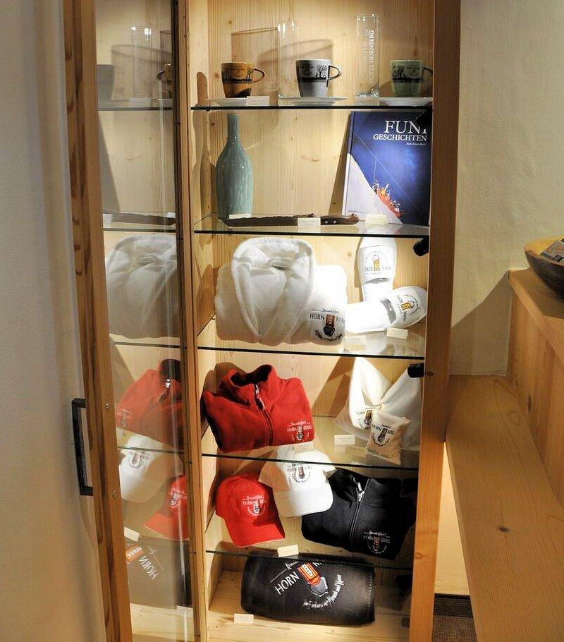 hotel-hornberg-saanenmoeser-gstaad-blog-shop-vitrine