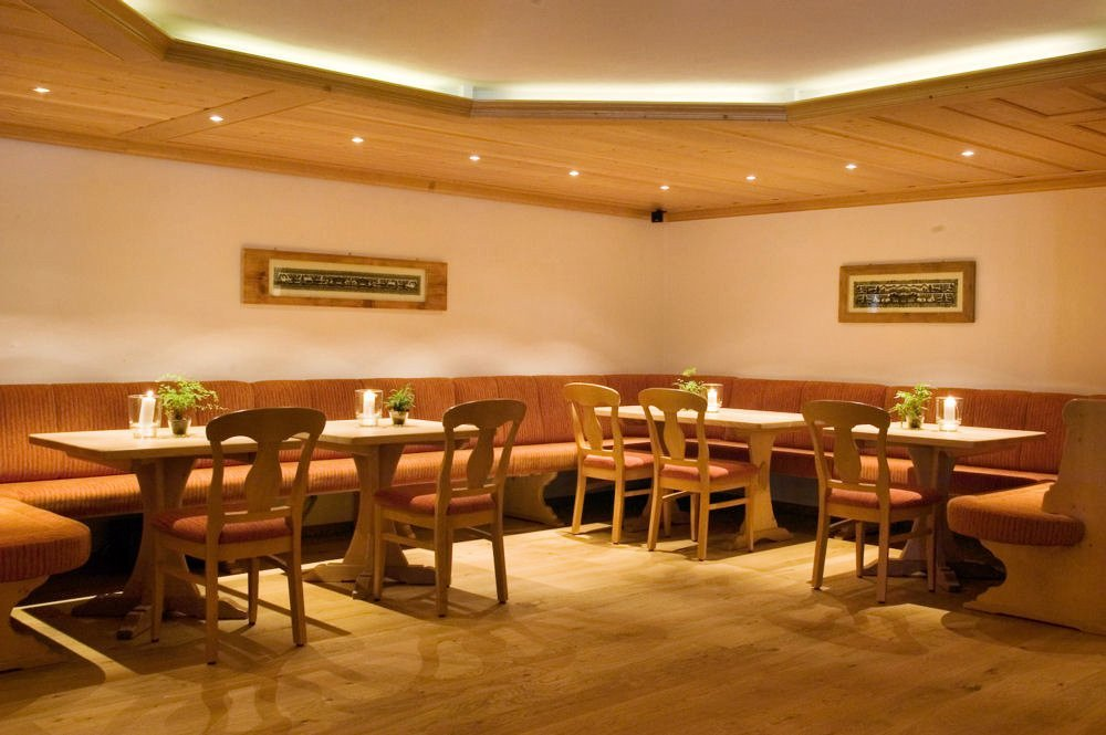 hotel-hornberg-saanenmoeser-gstaad-blog-umbau-vorher-bar-bereich