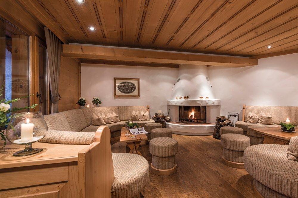 hotel-hornberg-saanenmoeser-gstaad-blog-umbau-vorher-kamin-ecke