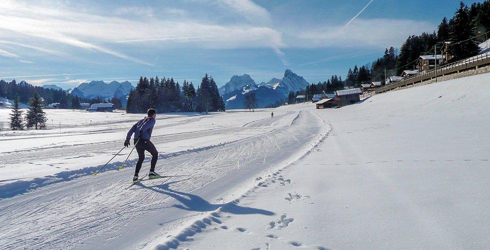 Langlauf lernen im Romantik Hotel Hornberg im Saanenland in der Schweiz