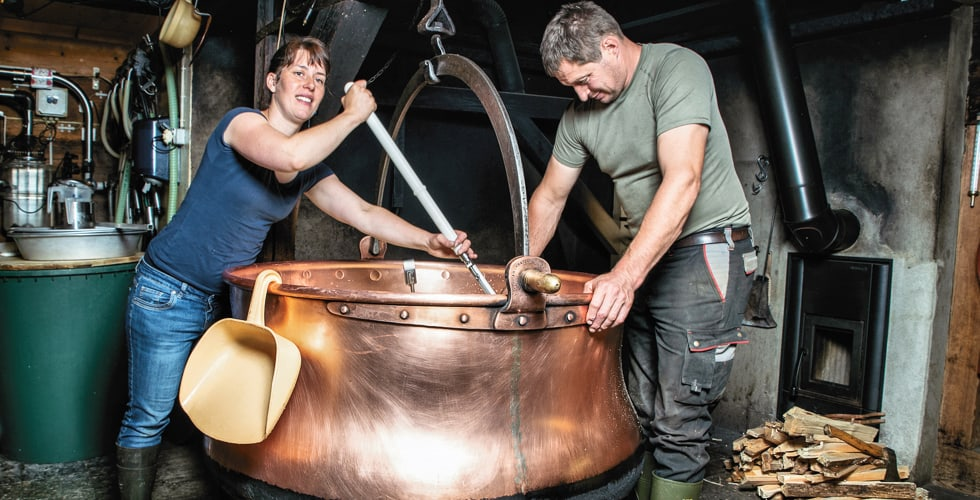 Älpler-Zeit und Käsen: Die traditionelle Käseherstellung selbst erleben!